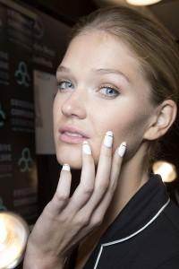 biało-złoty manicure